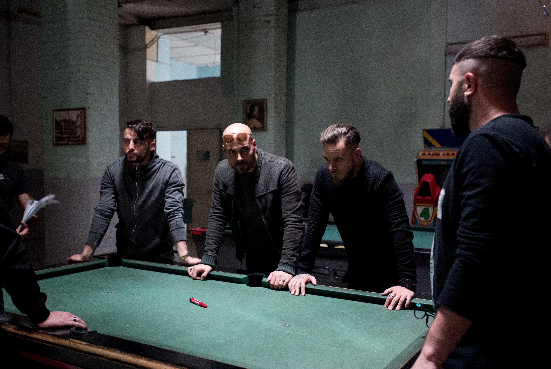 Gomorra 3: Marco D'Amore e altri protagonisti della serie in una foto dal set