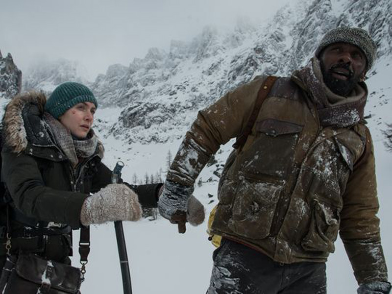 The Mountain Between Us: Kate Winslet e Idris Elba in una foto del film