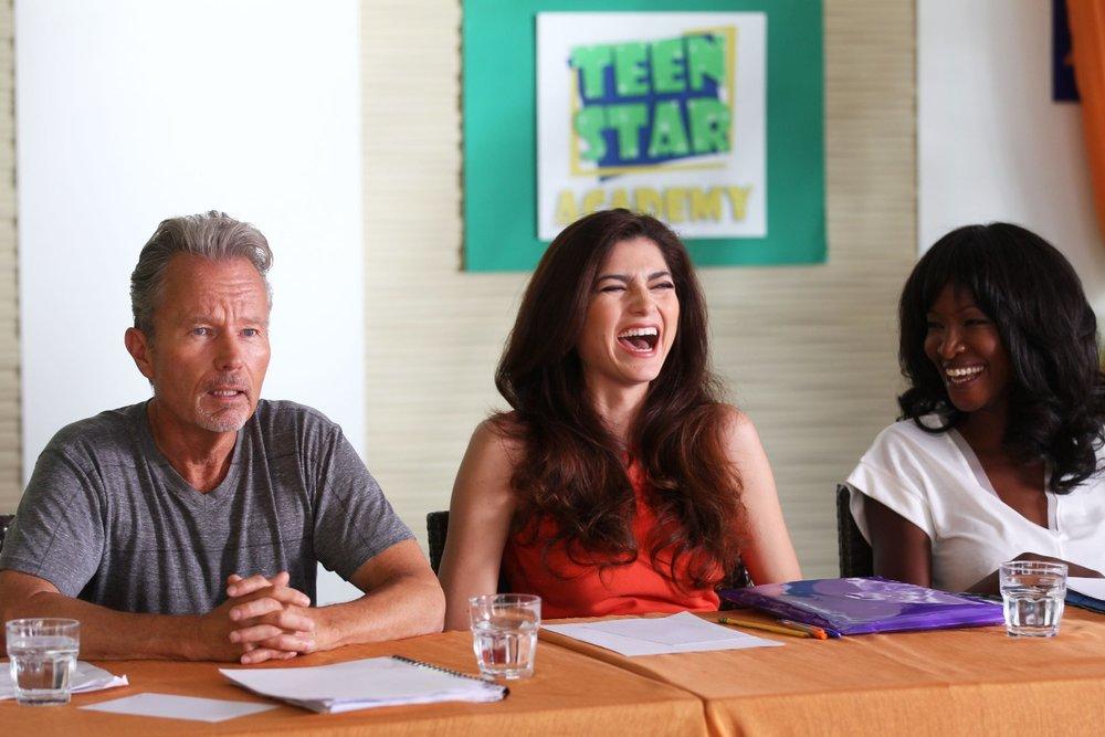 Teen Star Academy: John Savage, Blanca Blanco e Youma Diakite una scena del film