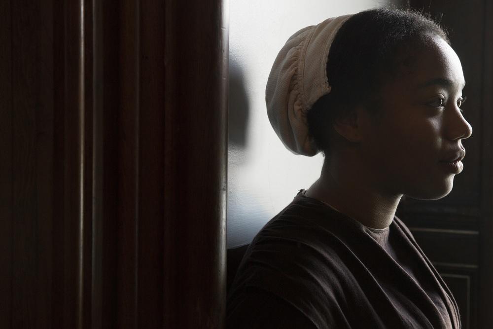 Lady Macbeth: Naomi Ackie in una scena del film