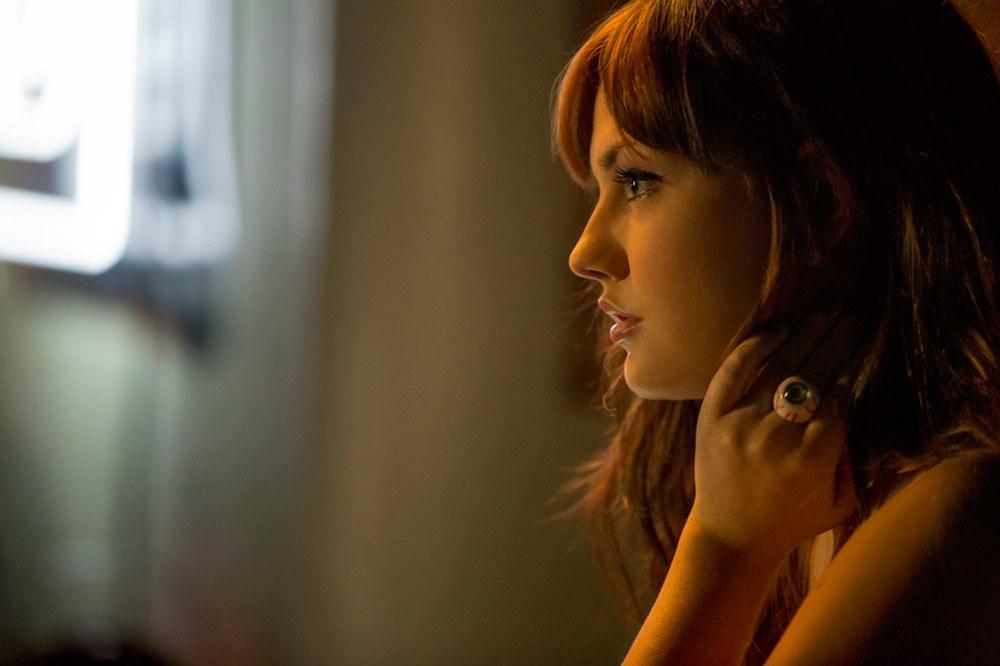 Nerve: Emily Meade in una scena del film