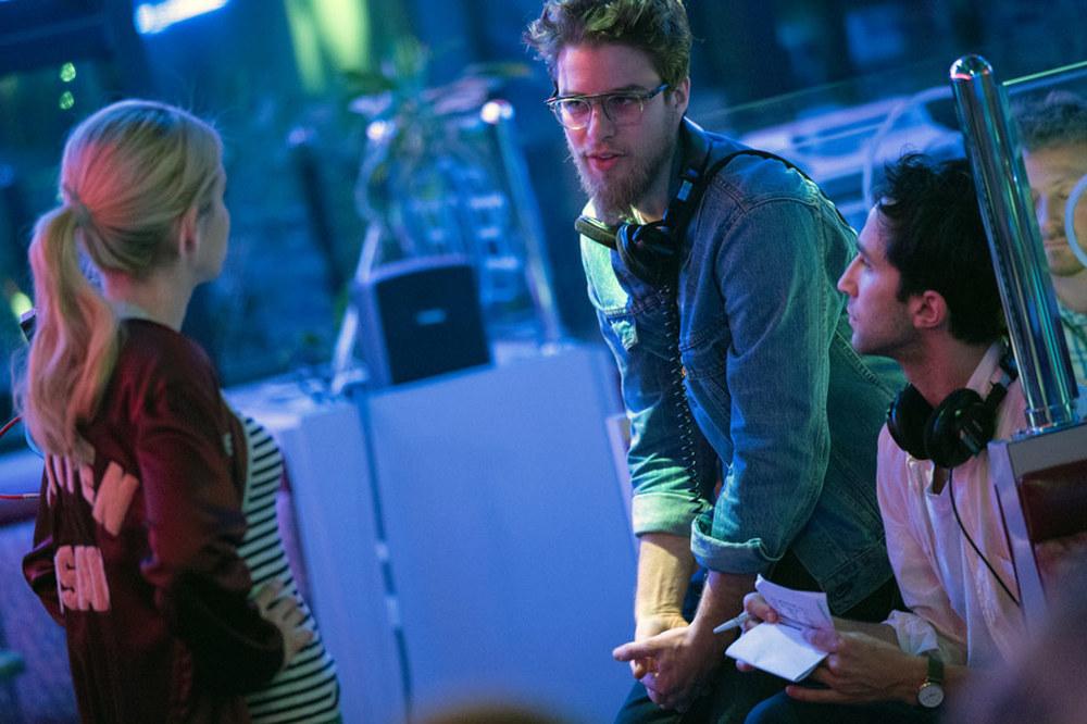 Nerve: i registi Henry Joost e Ariel Schulman con Emma Roberts sul set del film