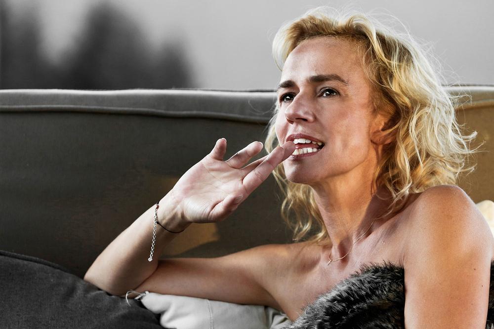 Parliamo delle mie donne: Sandrine Bonnaire in una scena del film