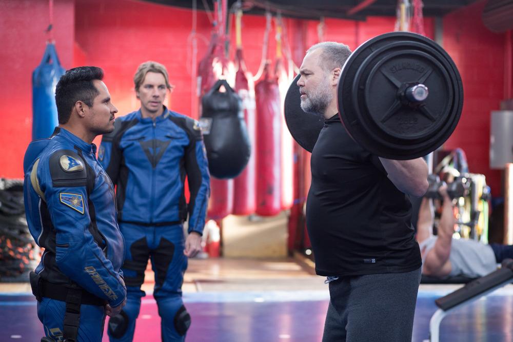 CHiPs: Dax Shepard, Michael Peña e Vincent D'Onofrio in una scena del film