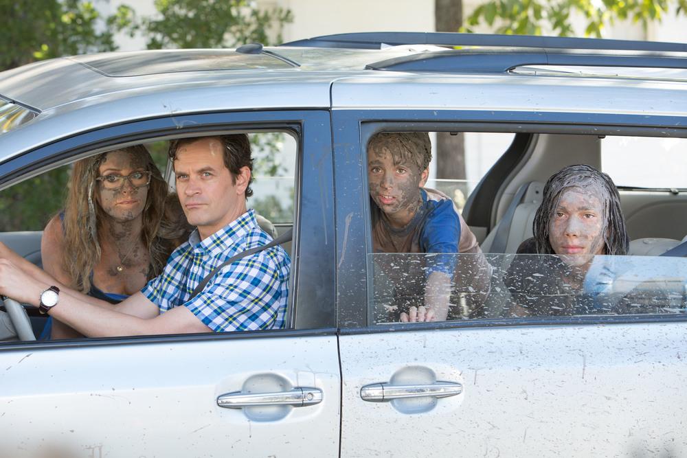 Diario di una schiappa - Portatemi a casa!: Tom Everett Scott, Jason Drucker, Charlie Wright e Alicia Silverstone in una scena del film