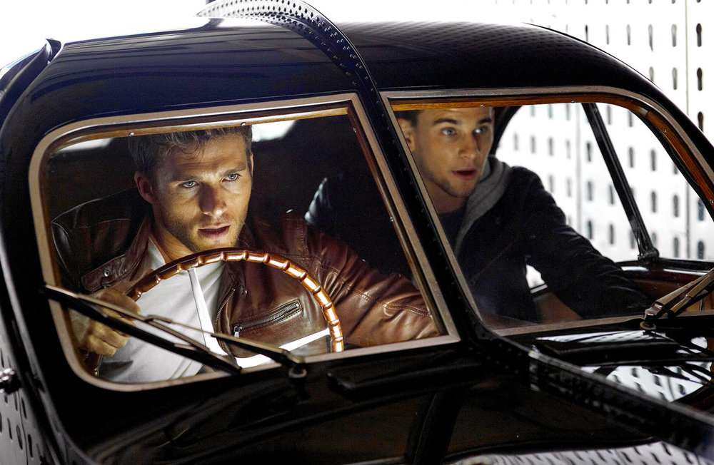 Overdrive: Scott Eastwood e Freddie Thorp in un momento del film