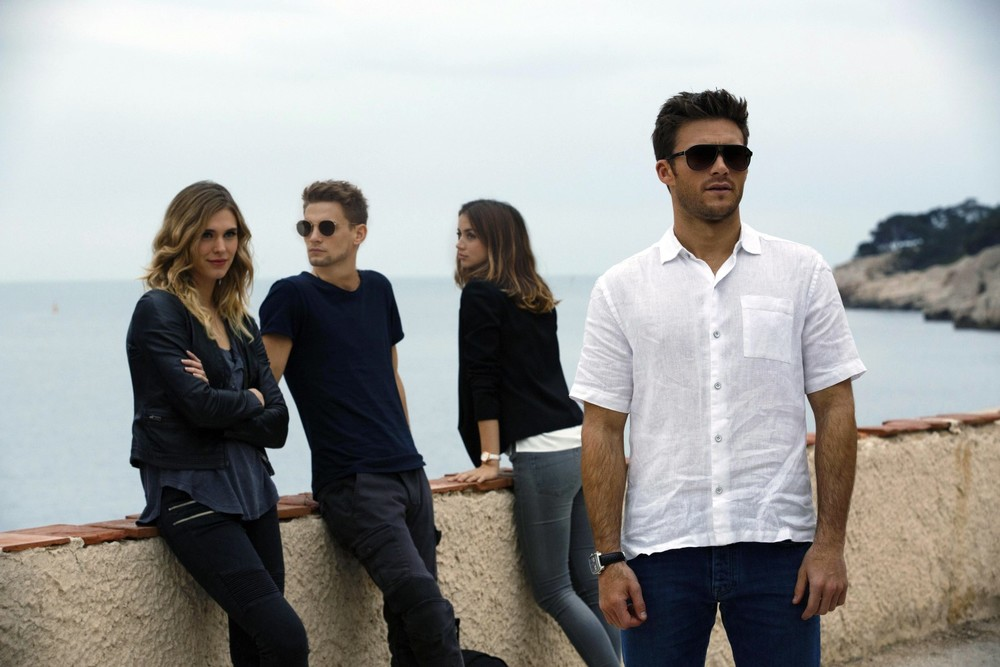 Overdrive: Gaia Weiss, Scott Eastwood, Ana de Armas e Freddie Thorp in una scena del film