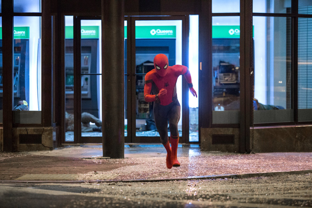Spider-Man: Homecoming, Tom Holland in azione in una scena del film