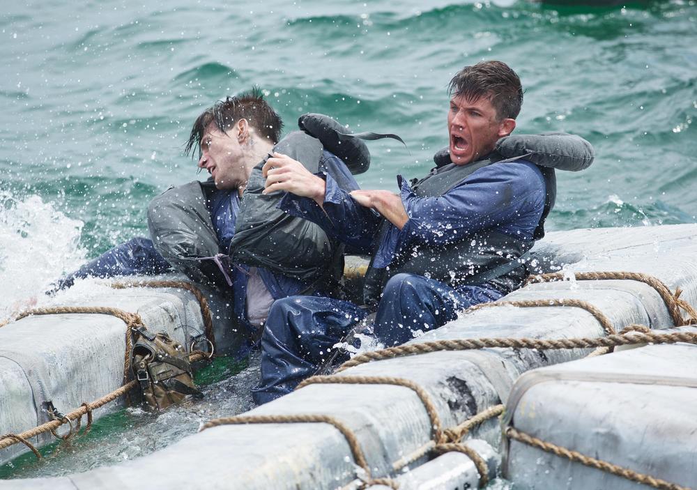 USS Indianapolis: Thomas Jane in una scena del film