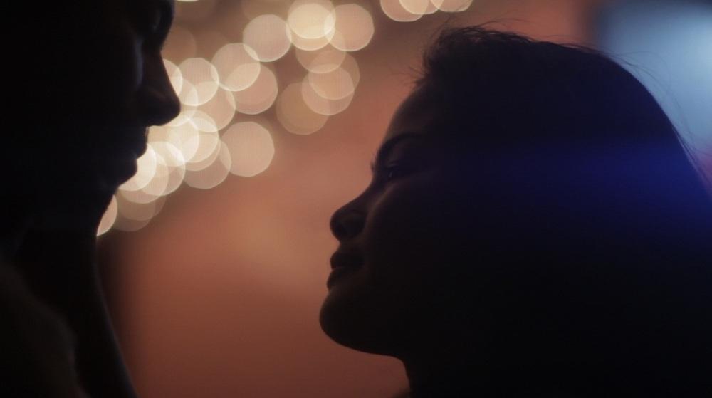 Metro Manila: Jake Macapagal e Althea Vega in una scena del film