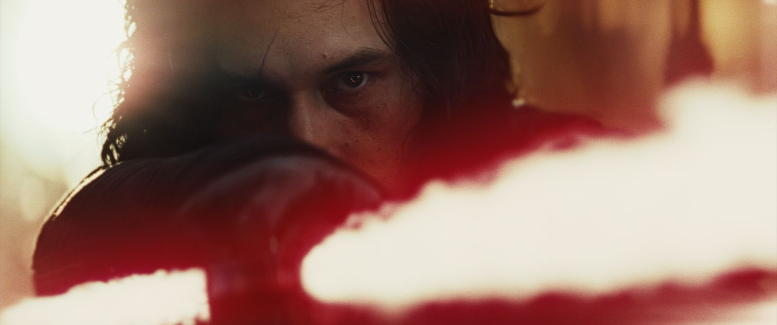 Star Wars: Gli ultimi Jedi: Adam Driver in una scena del film