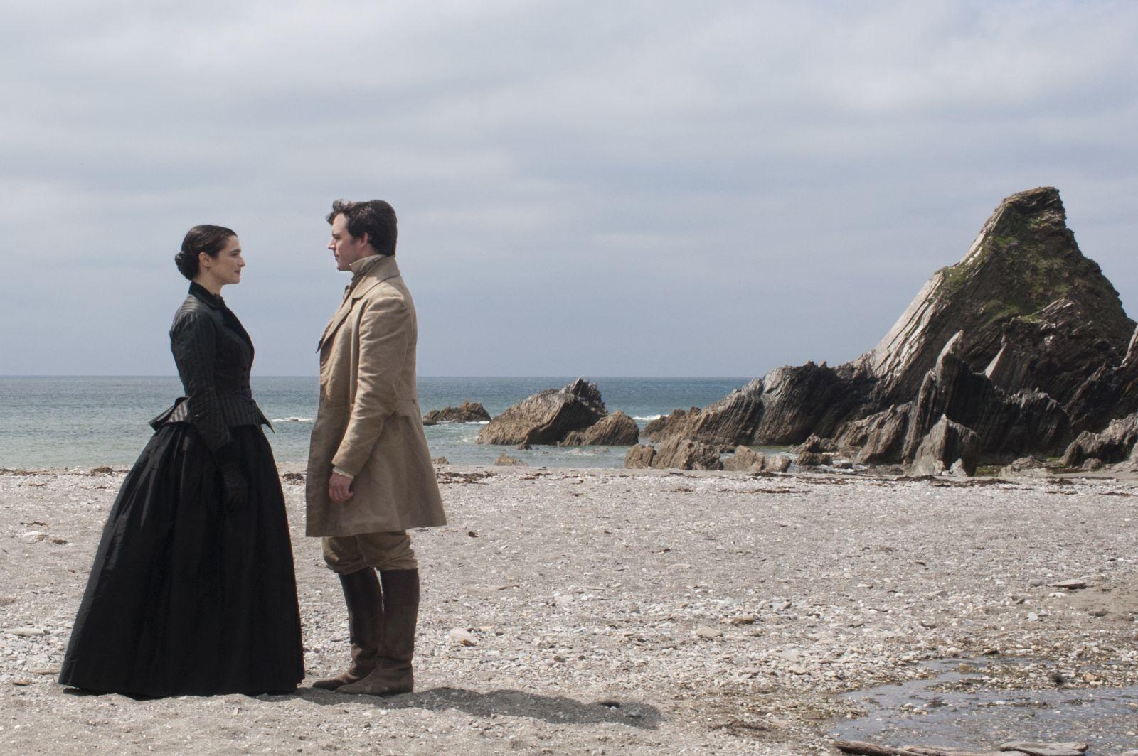 Rachel: Rachel Weisz e Sam Claflin in una scena del film