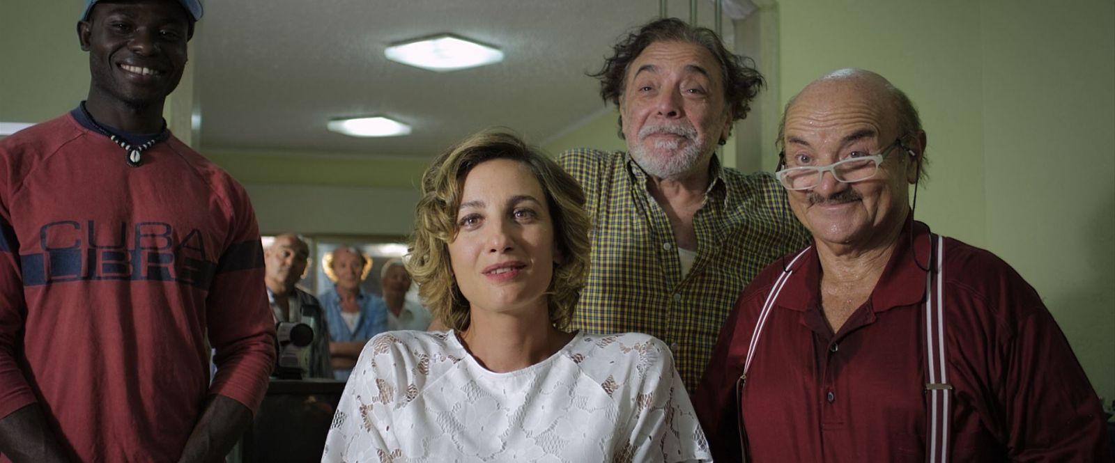 Ninna nanna: Francesca Inaudi e Nino Frassica in una scena del film