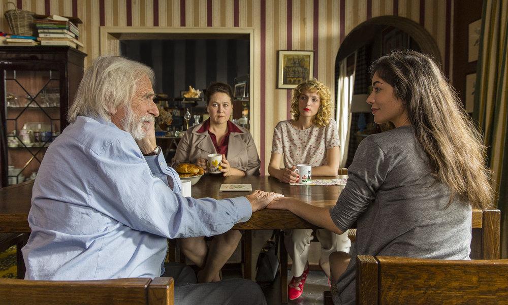 Un profilo per due: Pierre Richard e Fanny Valette in un'immagine di gruppo del film