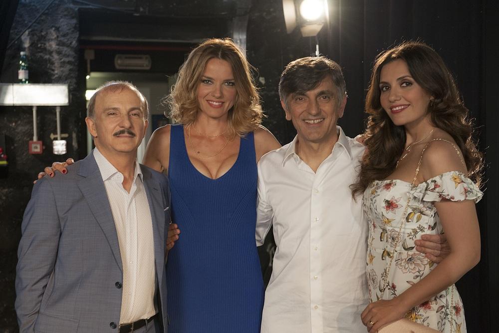 Caccia al tesoro: Carlo Buccirosso, Christiane Filangieri, Vincenzo Salemme e Serena Rossi in un'immagine promozionale del film