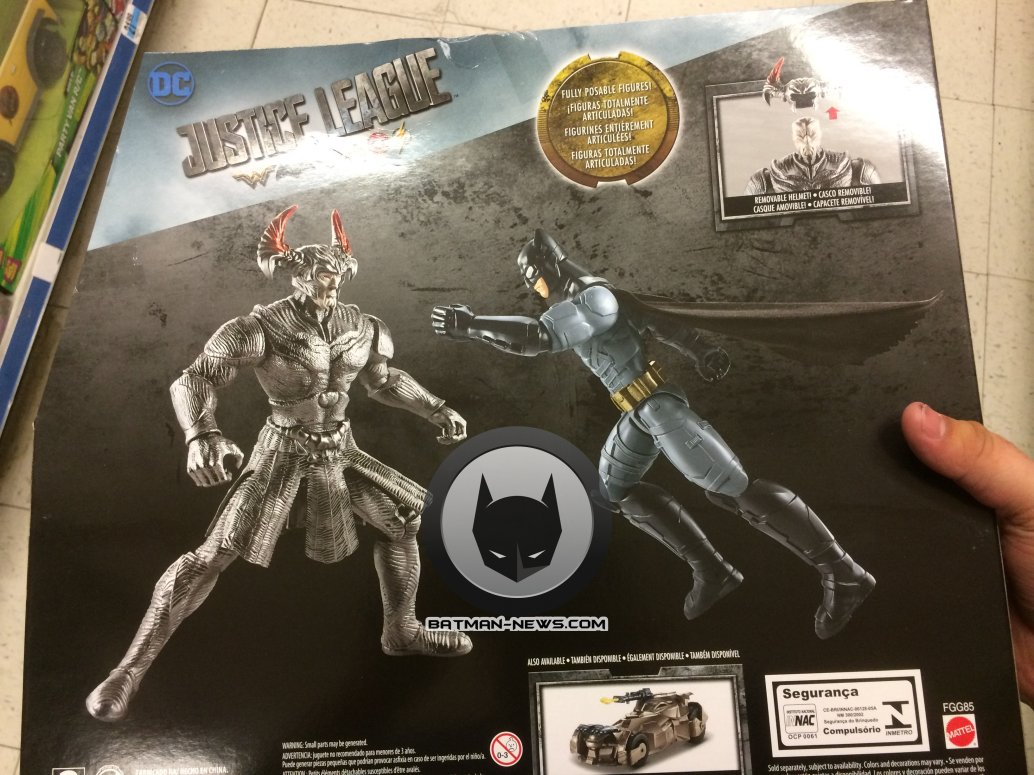 Justice League: le action figure di Batman e Steppenwolf