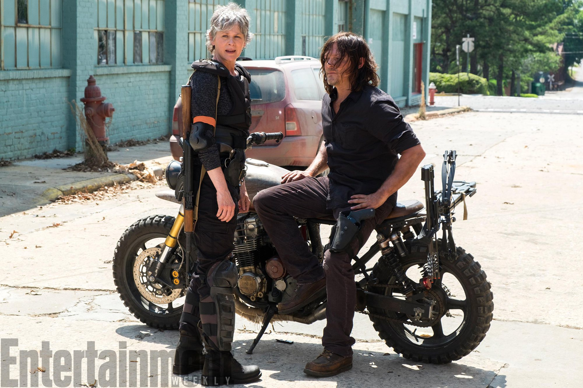 The Walking Dead: Carol e Daryl in una foto dell'ottava stagione