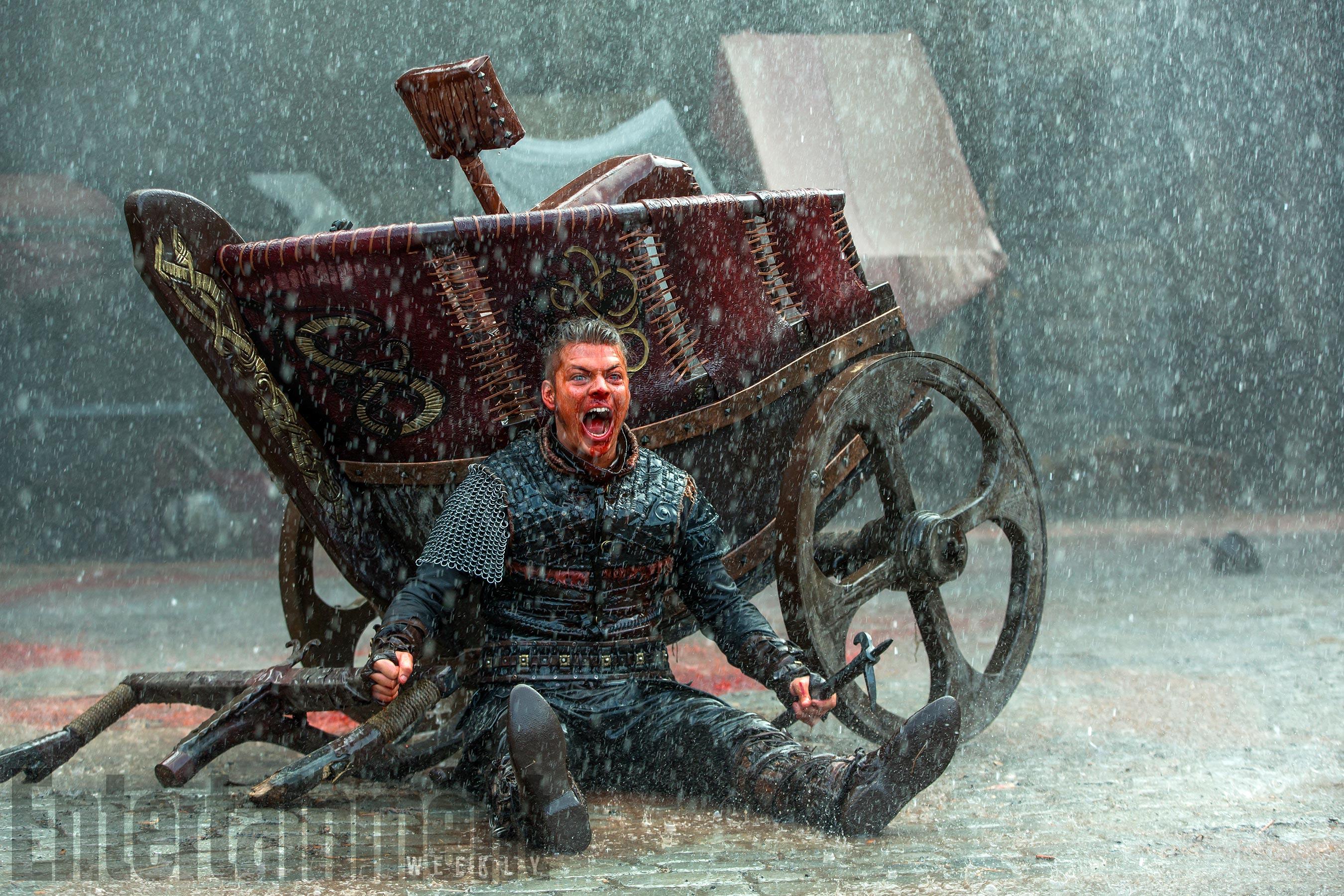 Vikings: Alex Høgh Andersen in una scena della stagione 5