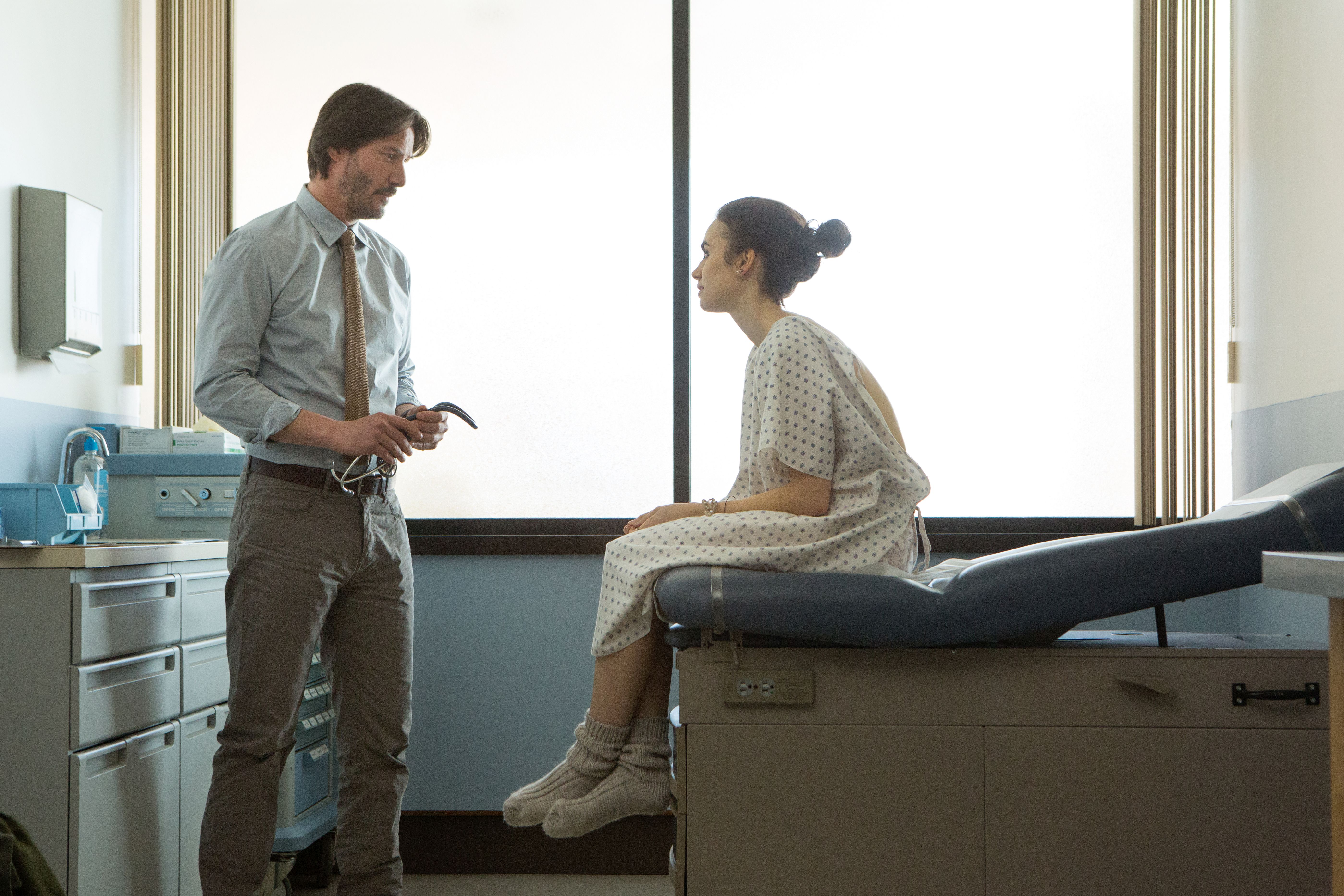 Fino all'osso: una scena con Keanu Reeves e Lily Collins