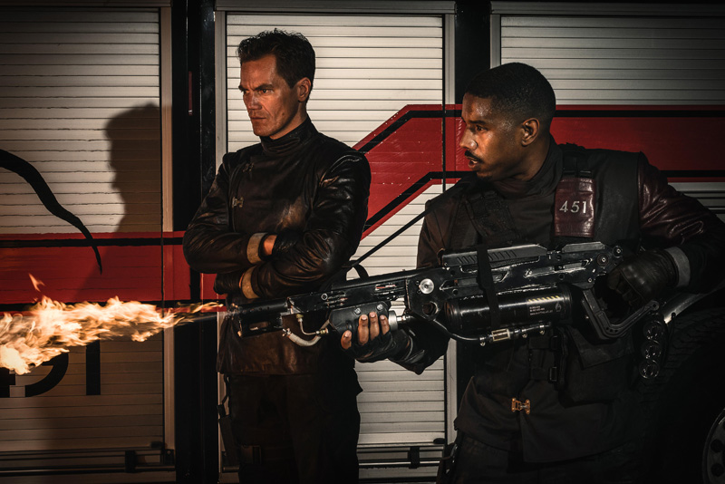 Fahrenheit 451: Michael Shannon e Michael B. Jordan in una foto del film