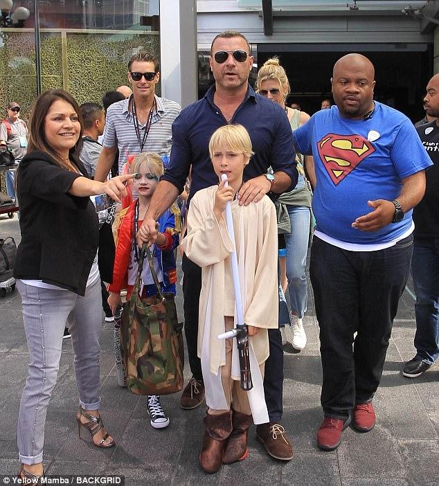 Liev Schreiber al Comic-Con 2017 con i figli