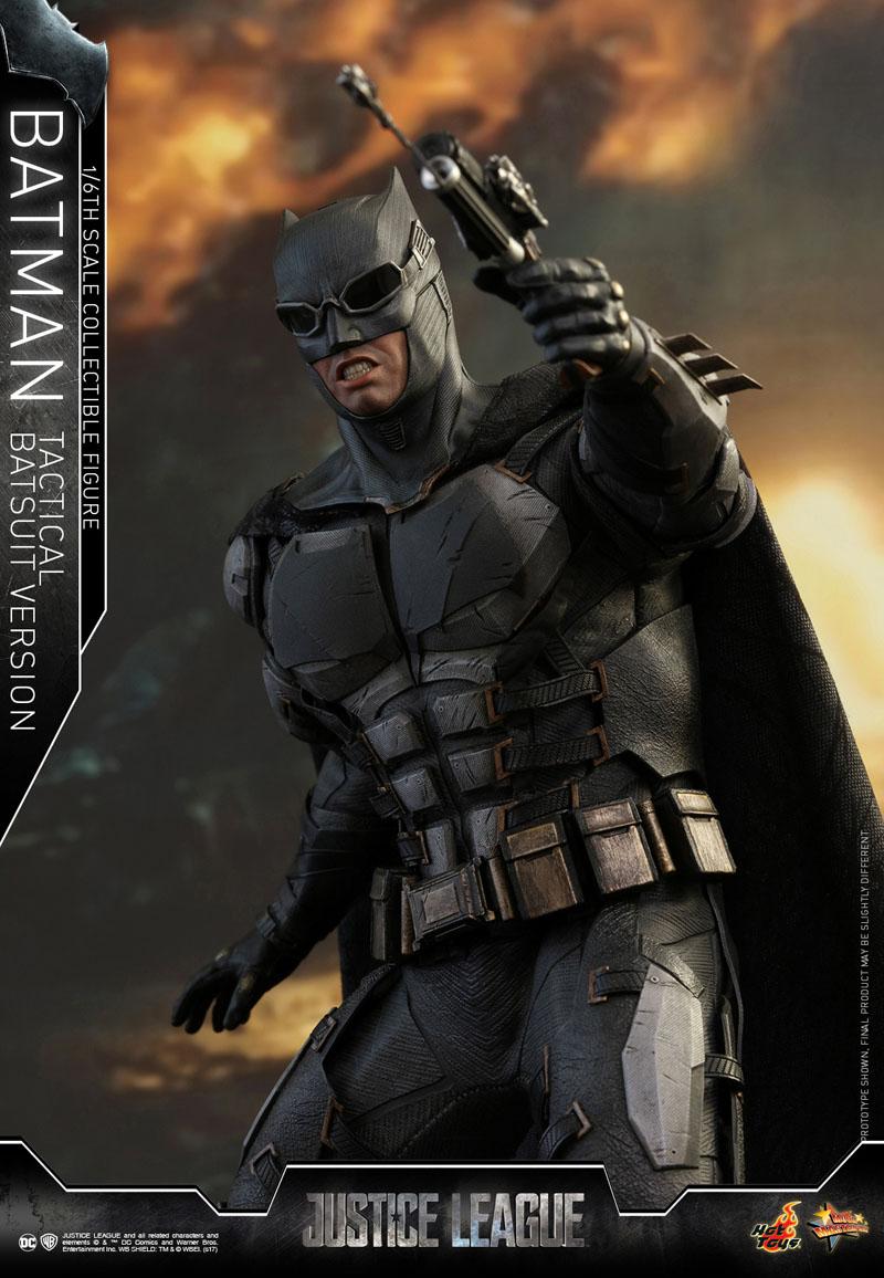 Justice League: l'action figure della Hot Toys che ritrae Batman