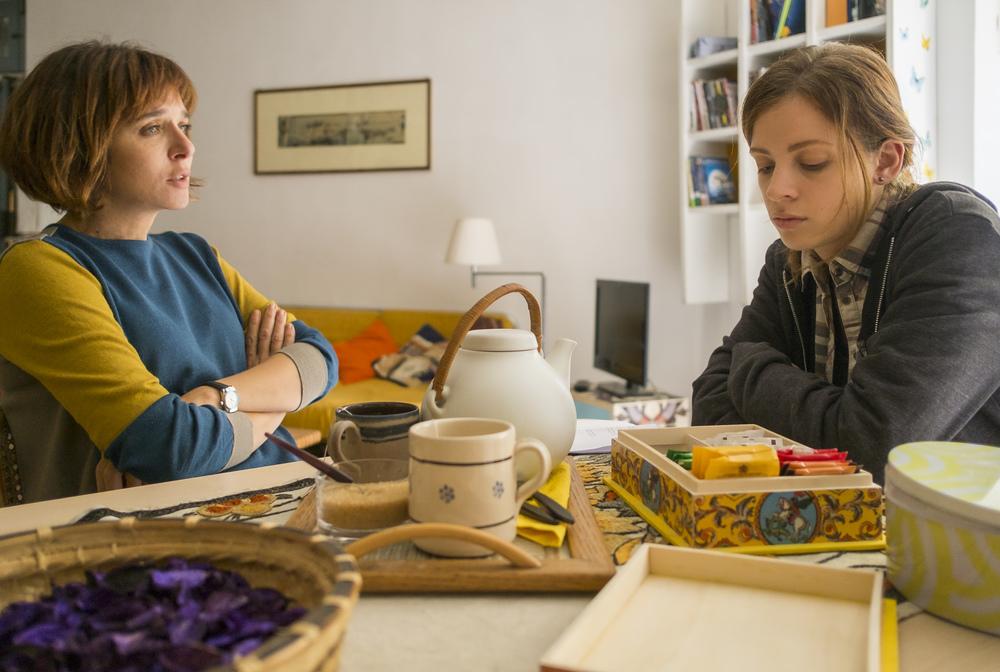 Il colore nascosto delle cose: Valeria Golino e Laura Adriani in una scena del film