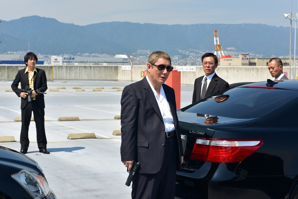 Outrage Coda: Takeshi Kitano in una scena del film