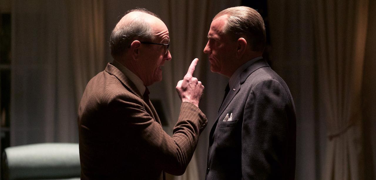 LBJ: Woody Harrelson e Richard Jenkins in una scena del film