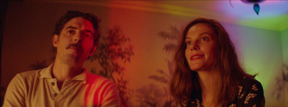 Thirst Street: Lindsay Burdge e Damien Bonnard in una scena del film