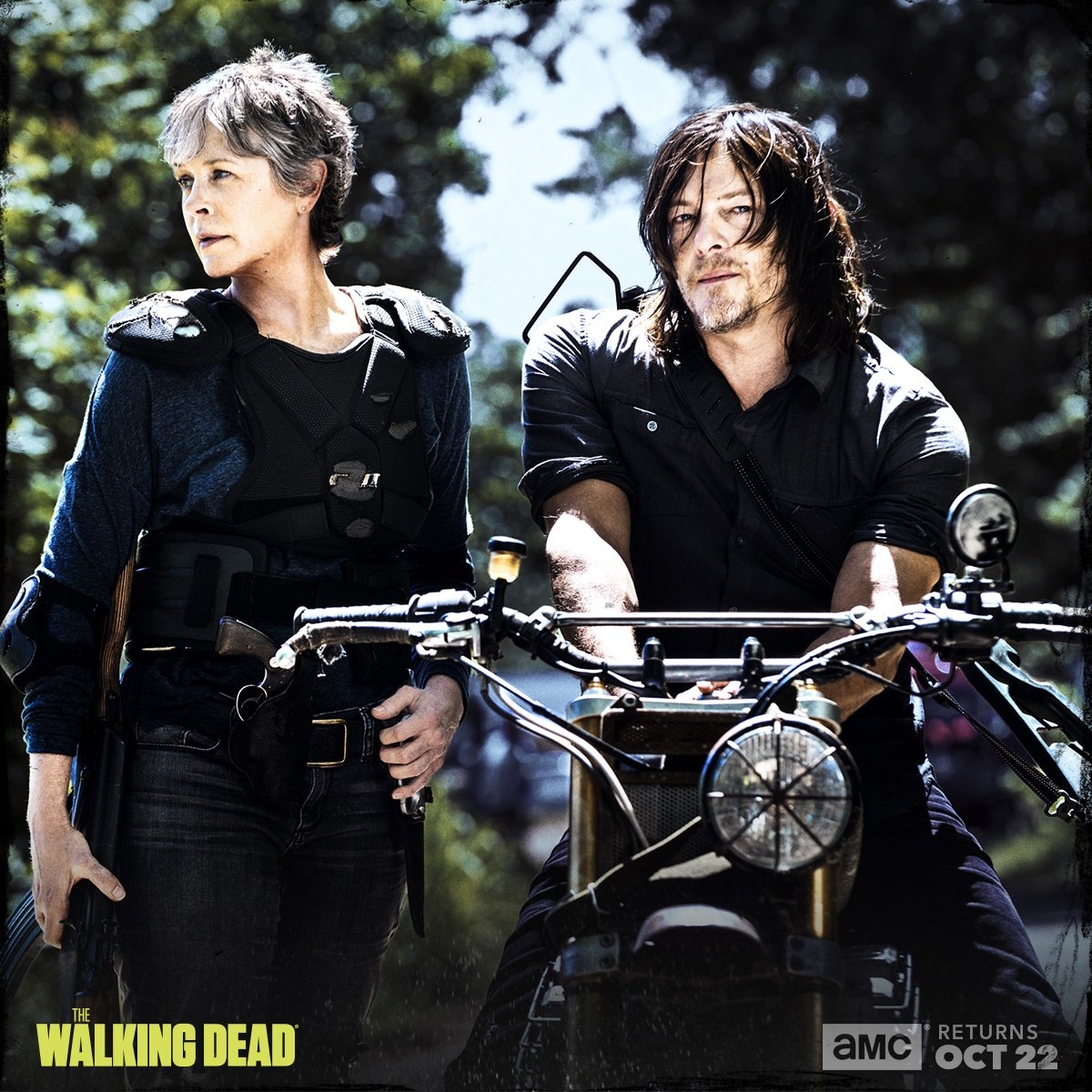 The Walking Dead: Melissa McBride e Norman Reedus in una foto promozionale