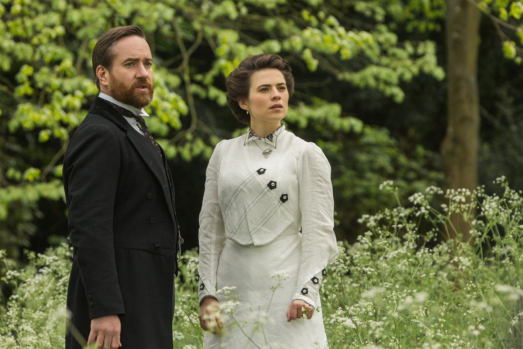 Howard's End: Matthew MacFayden e Hayley Atwell in una foto della miniserie