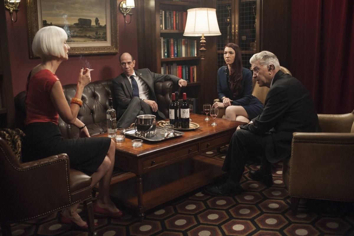 I segreti di Twin Peaks: l'FBi e Laura Dern riuniti in hotel