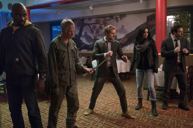 The Defenders: Scott Glenn e i Defenders in una scena della prima stagione