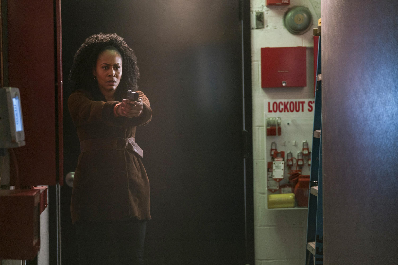 The Defenders: Simone Missick in una scena d'azione