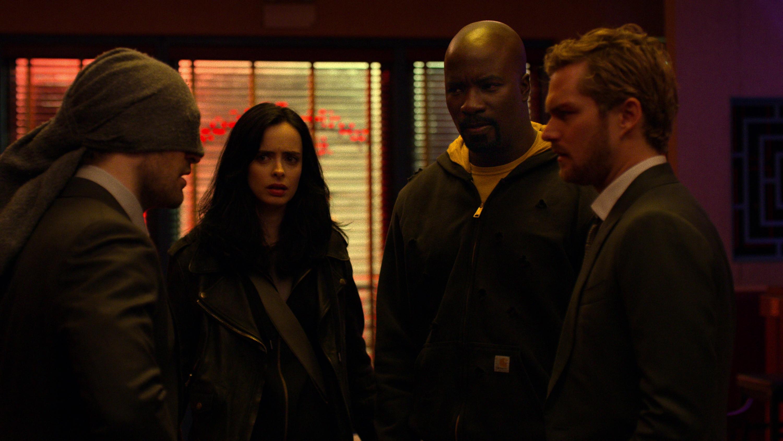 The Defenders: Charlie Cox, Krysten Ritter, Mike Colter e Finn Jones in una scena della prima stagione