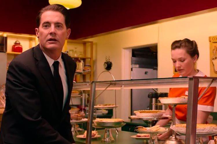 Twin Peaks: Kyle MacLachlan in una scena in pasticceria