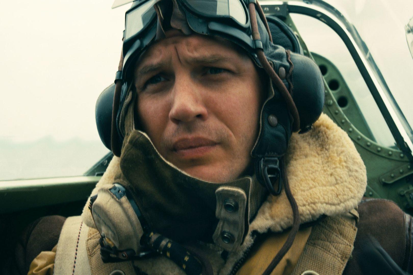 Dunkirk: Tom Hardy in una scena del film
