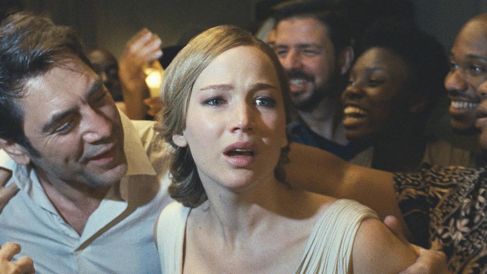 Madre! - Javier Bardem e Jennifer Lawrence in una foto del film