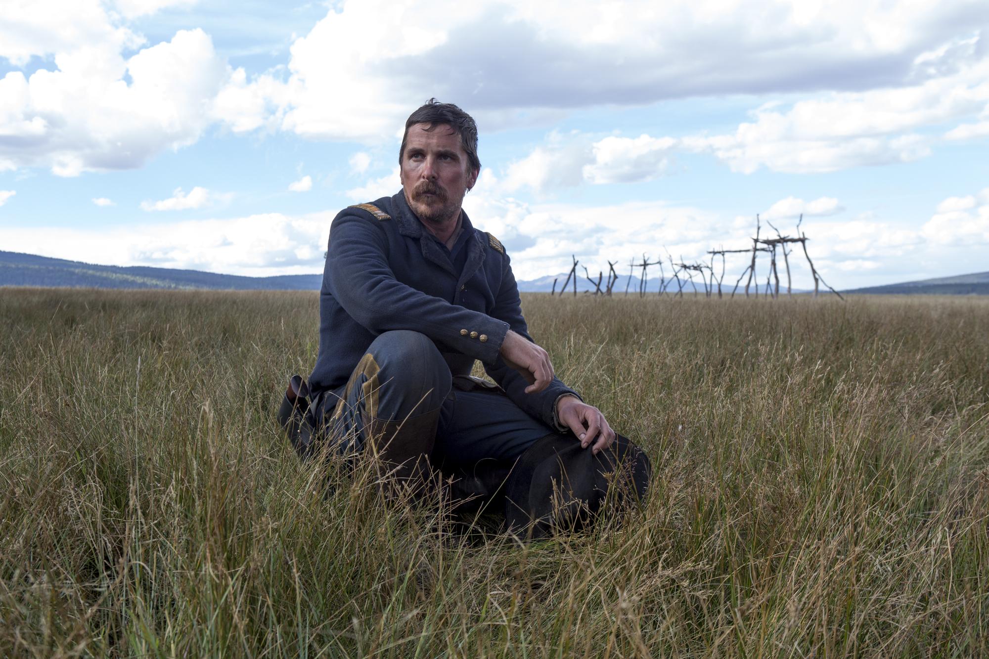 Hostiles: Christian Bale nella prima foto del western