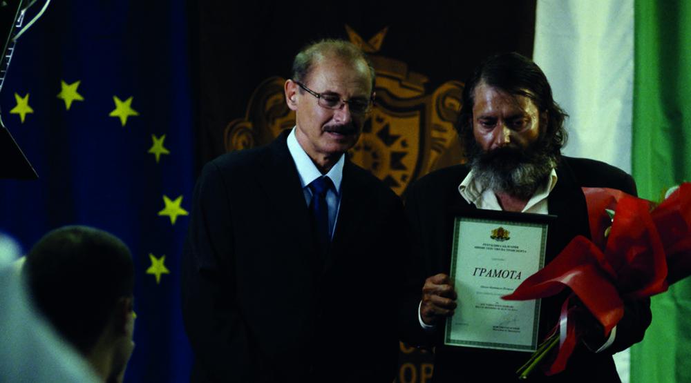Glory - Non c'è tempo per gli onesti: Stefan Denolyubov in una scena del film