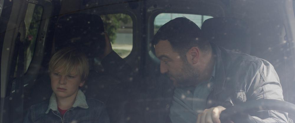 Jusqu'à la garde: Thomas Gioria e Denis Menochet in una scena del film