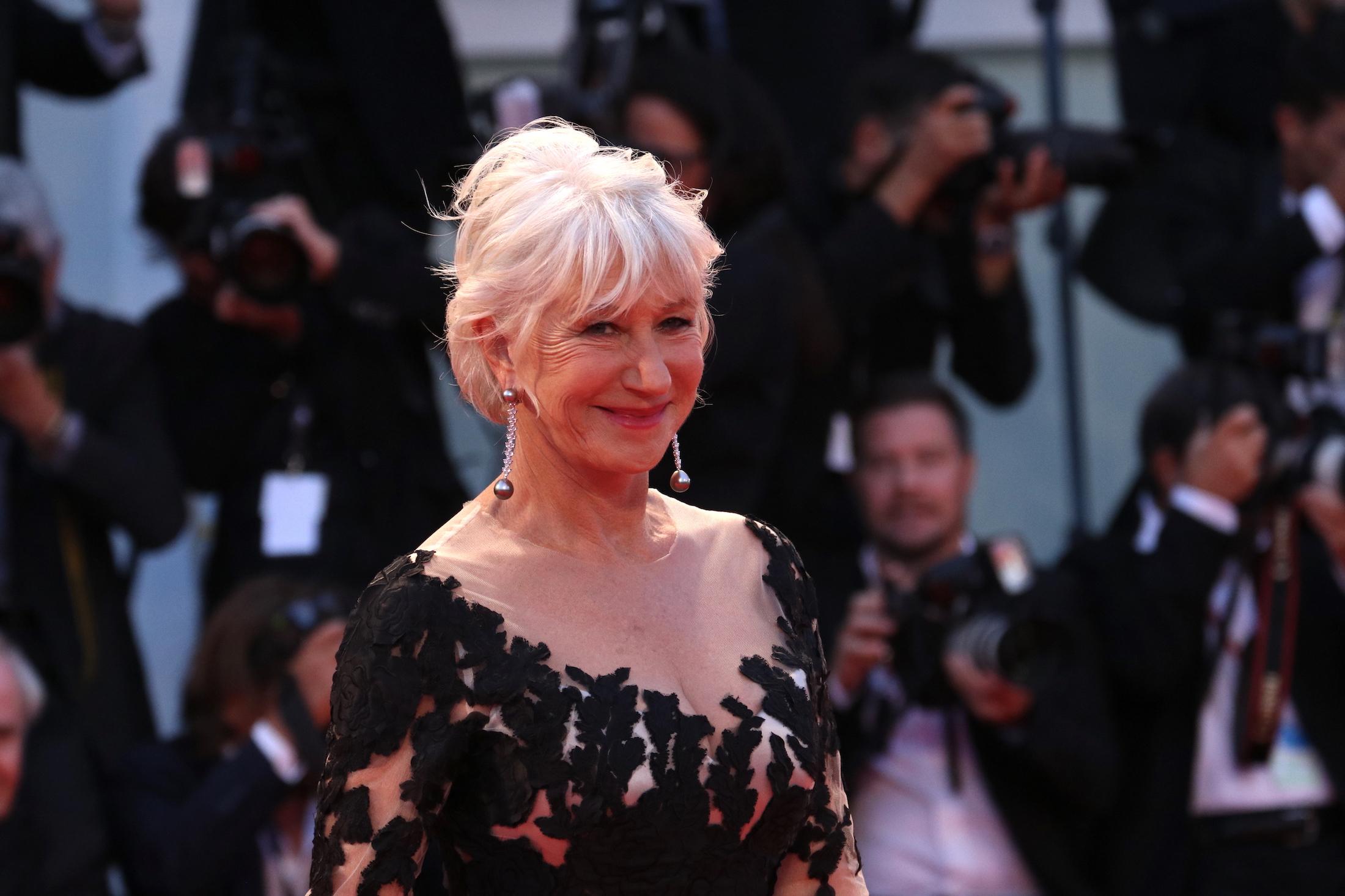 Venezia 2017: Helen Mirren sul red carpet di Ella & John