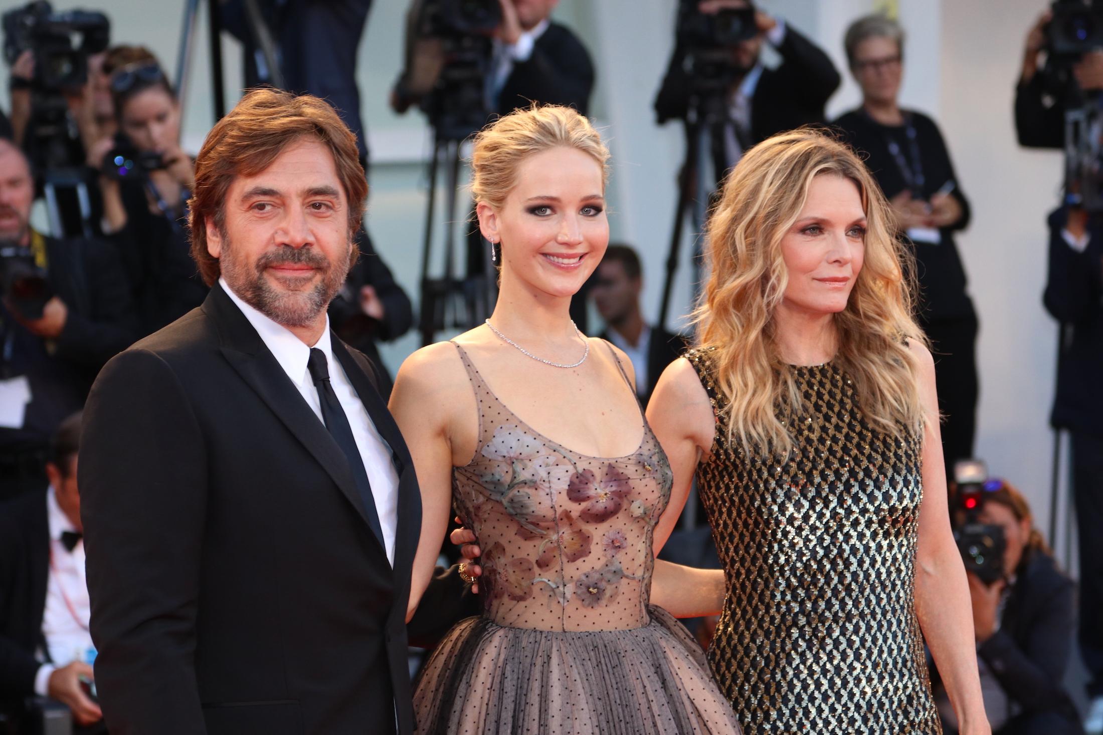 Venezia 2017: Javier Bardem, Michelle Pfeiffer e Jennifer Lawrence sul red carpet di Madre!