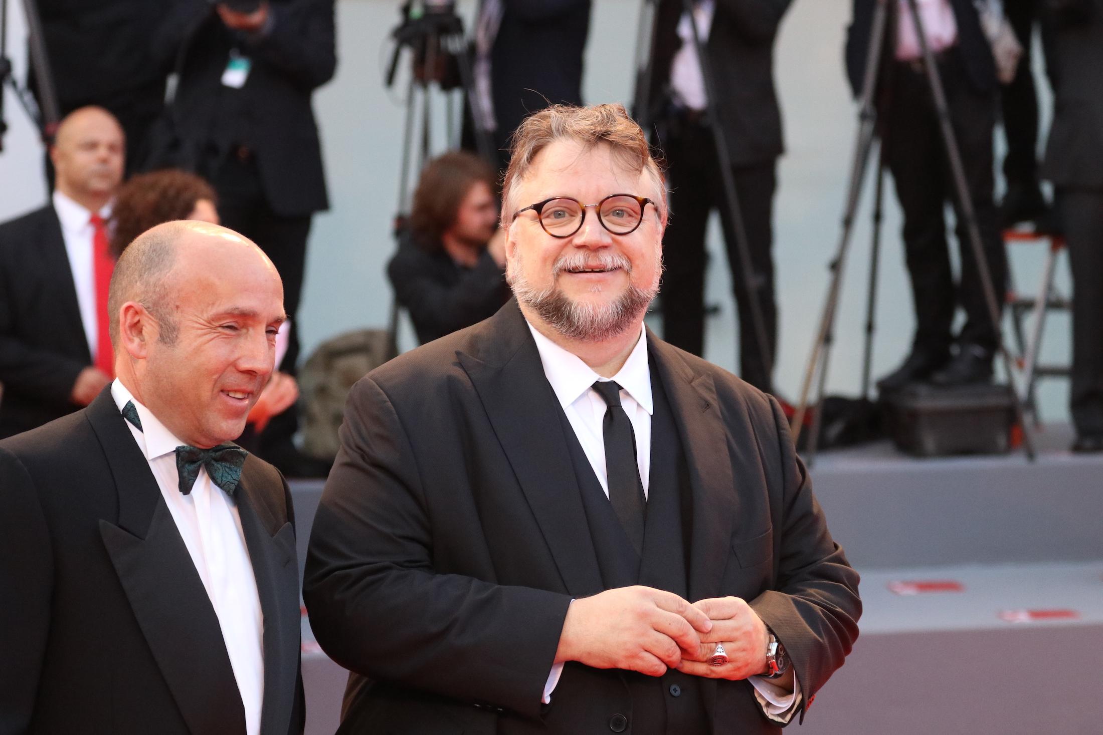 Venezia 2017: l'arrivo di Guillermo del Toro sul red carpet della cerimonia di chiusura
