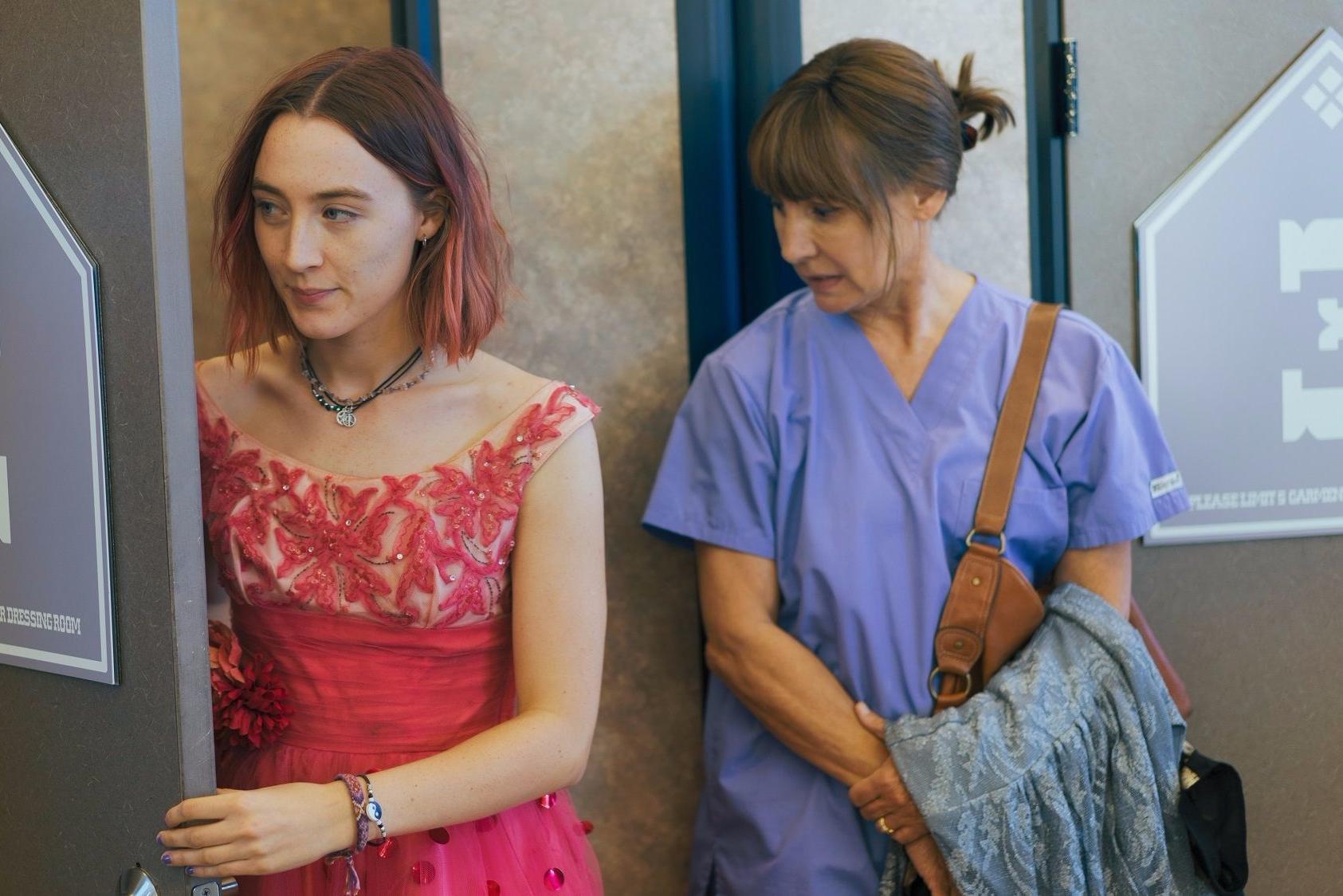 Lady Bird: Saoirse Ronan e Laurie Metcalf in una scena del film