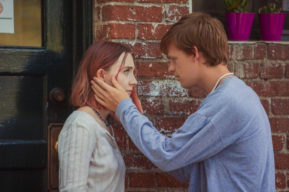 Lady Bird: Saoirse Ronan e Lucas Hedges in una scena del film