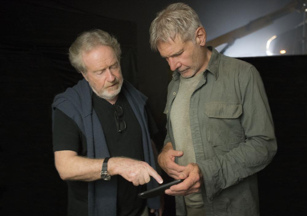 Blade Runner 2049: Ridley Scott e Harrison Ford sul set