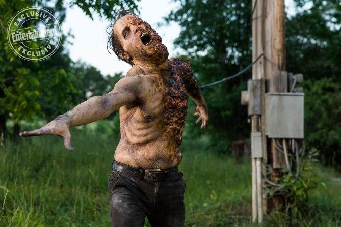 The Walking Dead: un walker dell'ottava stagione