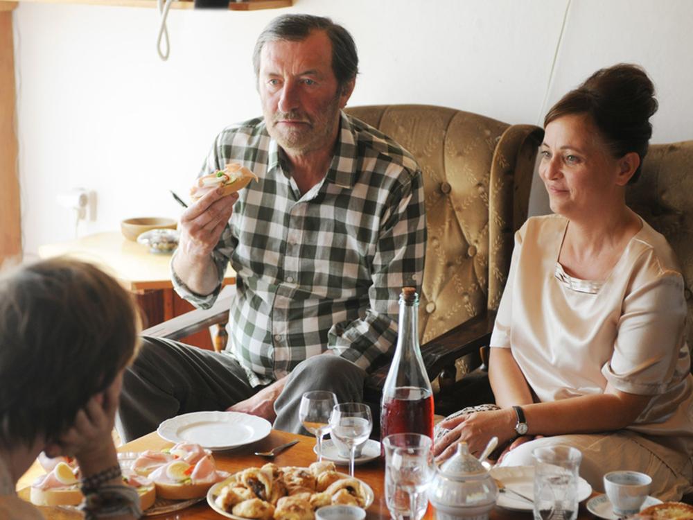 Cure a domicilio: Bolek Polívka e Alena Mihulová in una scena del film
